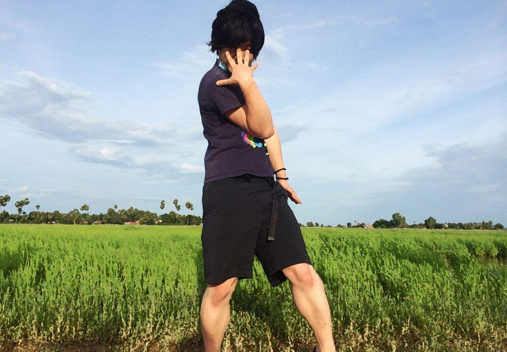 カンボジアジョジョ立ち