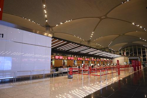 がらんとしたイスタンブール空港