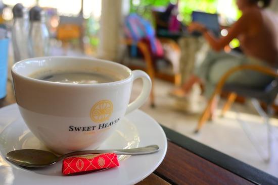 とある喫茶店にてコーヒーカップを撮影