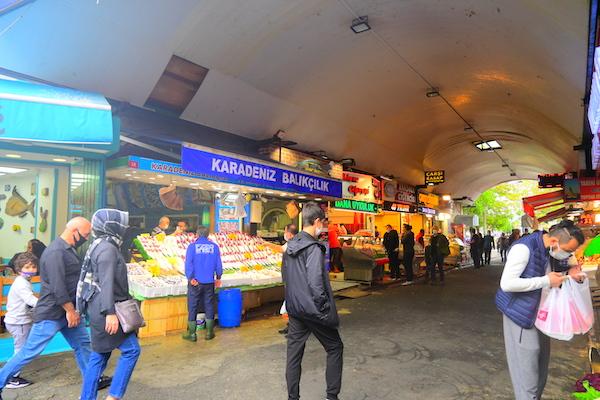 魚市場の入り口の様子
