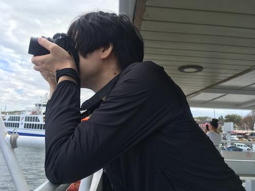 クルーズ船で写真を撮るにしけい