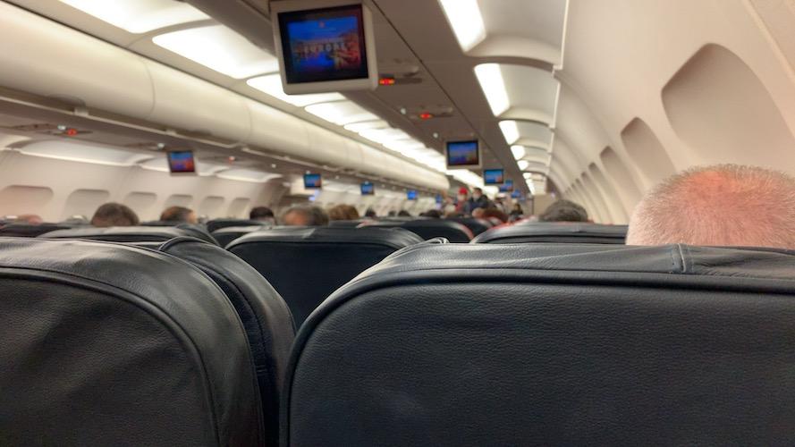 カイセリ行きの航空機内の写真・満席